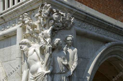 Corner sculpture at the Doge's Palace
